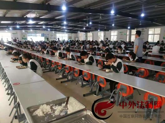 即墨市场监管人员端午假期保障学生中考食品安全